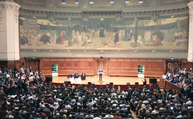 Governor Arnold Schwarzenegger speaks at the Sorbonne in Paris